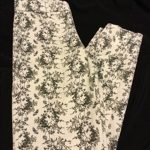 Cute black and white print pants size 2
